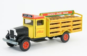 """White Old-Timer Beverage Delivery Truck """"Coca-Cola"""" (Yellow) *** Missing 10 Crates ***"""