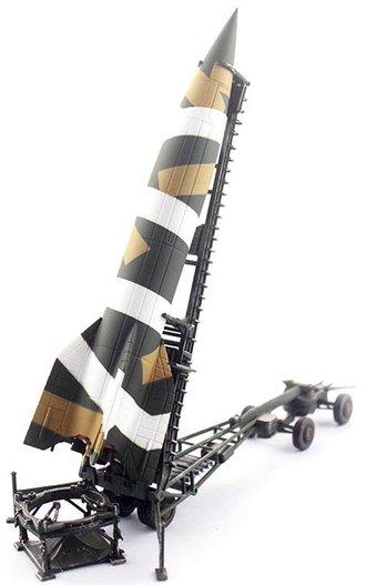 """1:72 V-2 Rocket (Plastic) w/Meillerwagen (Diecast) & Brennstand """"Gezackt Camouflage, 1943"""""""
