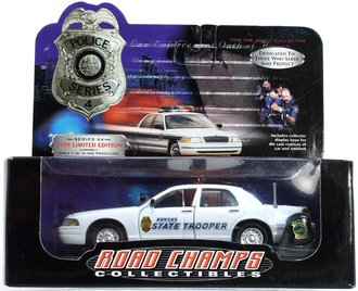 "1:43 1999 Ford Crown Victoria ""Kansas State Trooper"" w/Collector Pin"