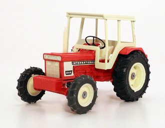 International 844 Tractor (Red)