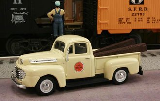 "1948 Ford F1 Pickup ""Chicago Great Western Railway"" (Cream)"