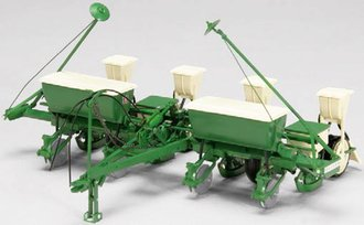 Oliver 540 Four-Tow Planter (Green)