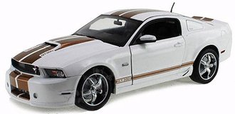 1:18 2012 Ford Shelby GT350 (White w/Gold Stripes)