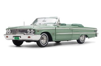 1:18 1963 Ford Galaxie 500 XL Open Convertible (Silver Moss)