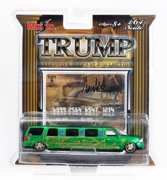 """Lincoln Navigator Limo """"Trump"""" (Green)"""