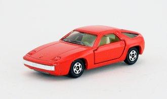 Porsche 928 (Red)