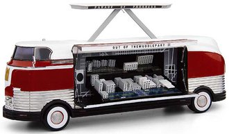 1:43 1954 GM Futurliner GM Parade of Progress (Red/White)