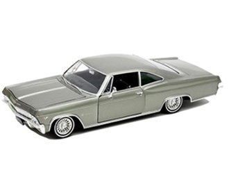 1:24 1965 Chevrolet Impala SS 396 Low Rider Hardtop (Gray Metallic)