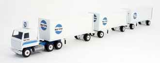 "White 5000 COE w/Pup Trailer ""Air Products"" (White)"