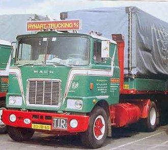 """Mack F700 4x2 Tractor w/2-Axle Curtainside Trailer """"Rynart Trucking BV"""""""
