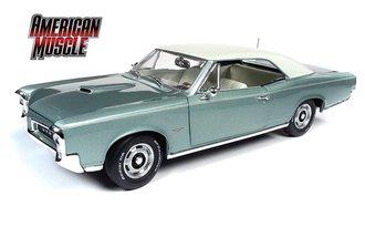 "1:18 1966 Pontiac GTO Hardtop ""Hemmings Motor News"" (Palmetto Green) *** Paint Crackle on Roof ***"