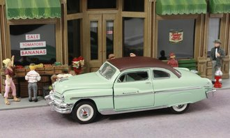 1:43 1951 Mercury Monterey (Light Green w/Brown Roof)***Rub On Roof & No Orignal Box***