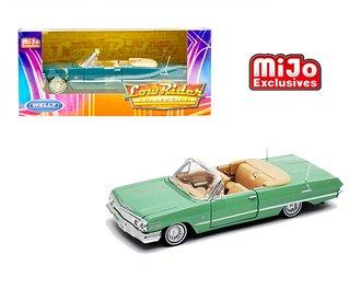 1:24 1963 Chevrolet Impala SS 396 Low Rider Convertible (Light Green) ***Bent Frame***