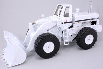 1:25 International 560 Wheel Loader (White)