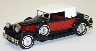 1930 Packard Victoria (Red/Black)